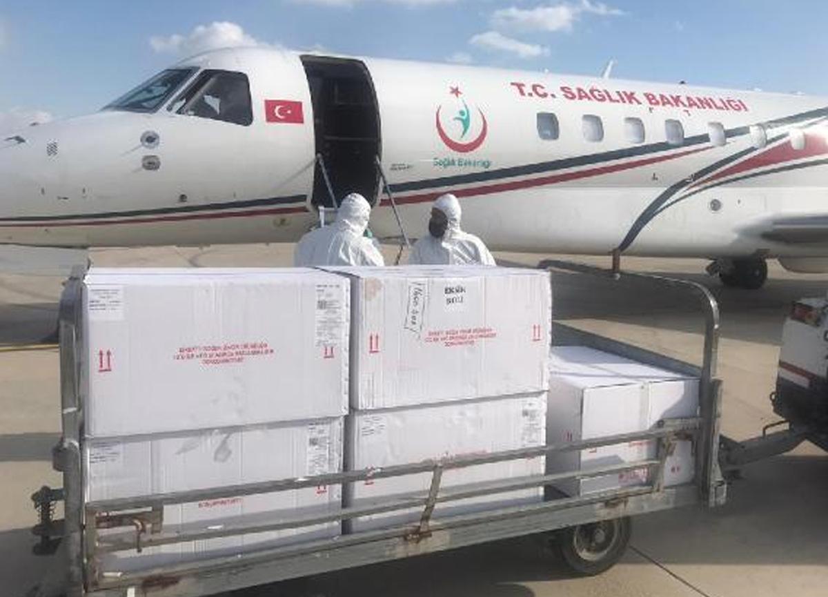 Türkiye'den Kıbrıs'a 40 bin doz koronavirüs aşısı gönderildi
