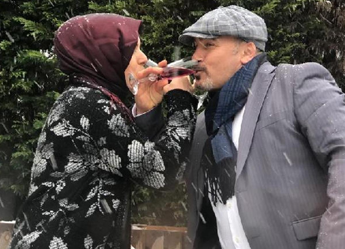 Romantik koca, 24 yıl önce görücü usulü evlendiği karısına evlilik teklif etti