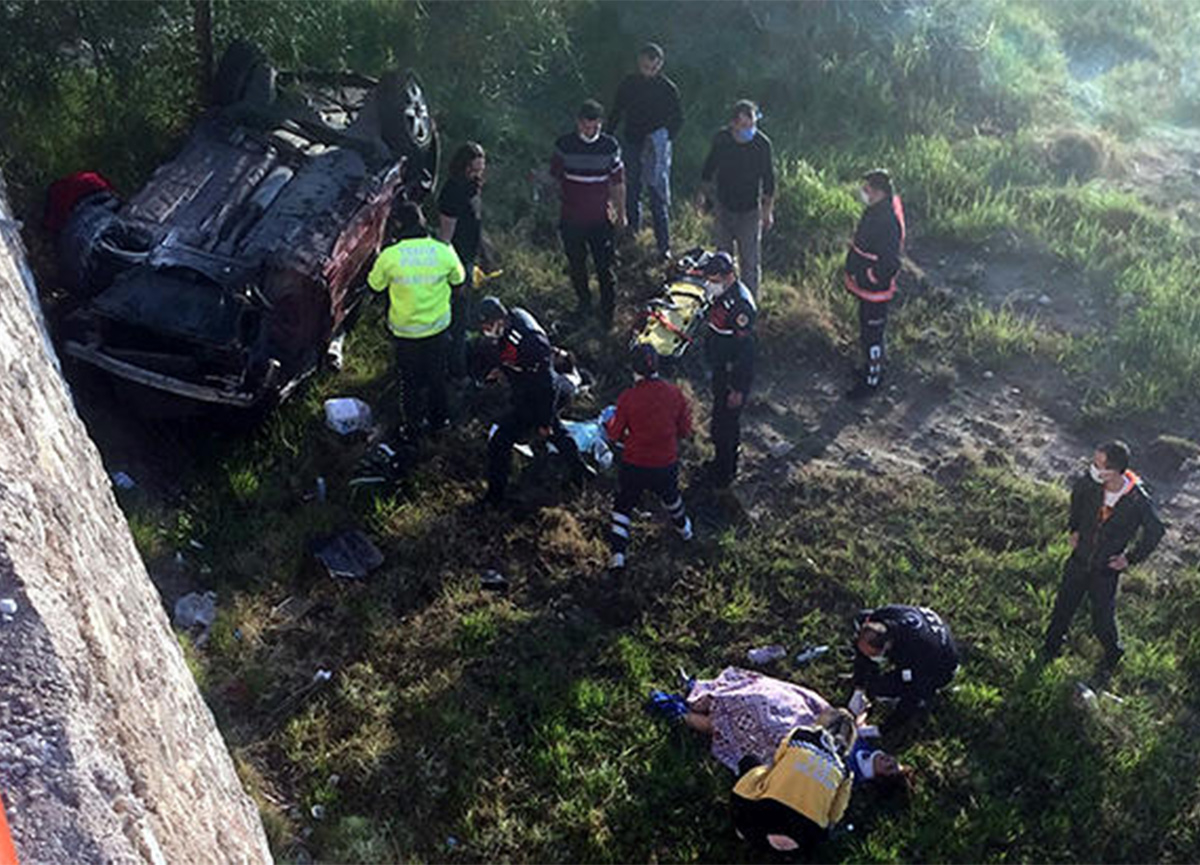 Mersin'de feci kaza! 12 metreden uçtular