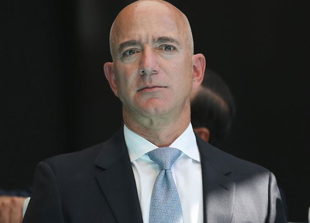 Dünyanın en zengin insanı yeniden Jeff Bezos