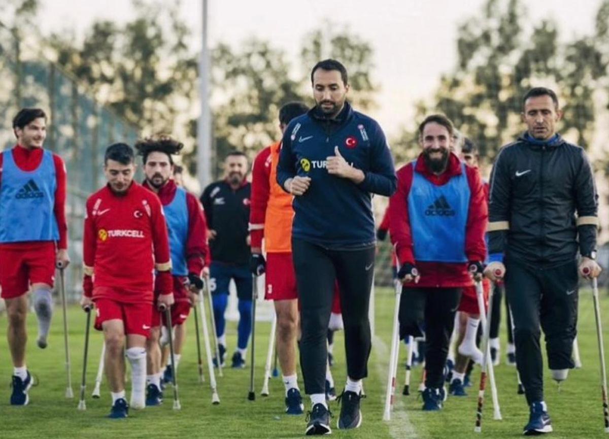 'Türkiye'de 70'ten fazla ampute takım var' diyen Erhan Kuşkapan hem oynuyor hem futbolcu yetiştiriyor
