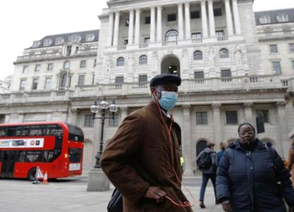 İngiltere'deki koronavirüs vaka sayısı Ocak'tan bu yana 3'te 2 azaldı