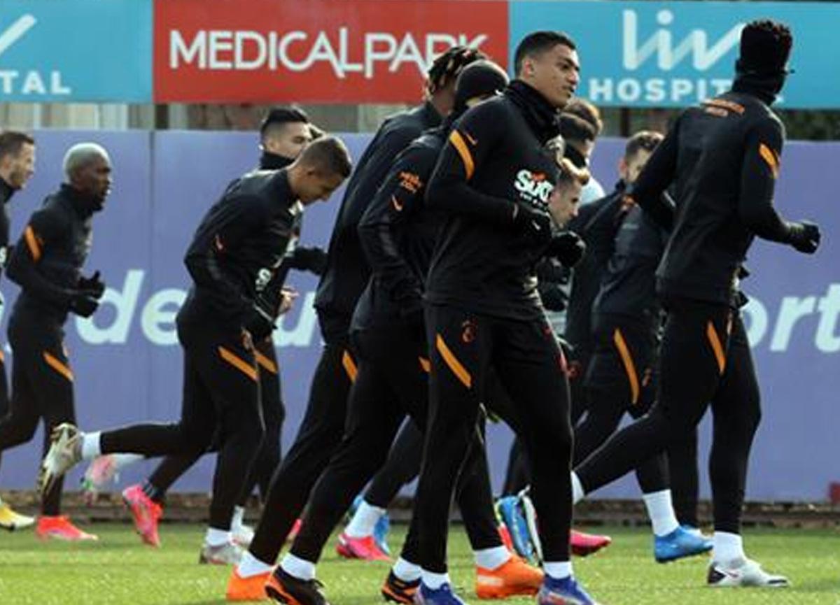 Arda Turan'ın oğlu Hamza Galatasaray idmanına damga vurdu