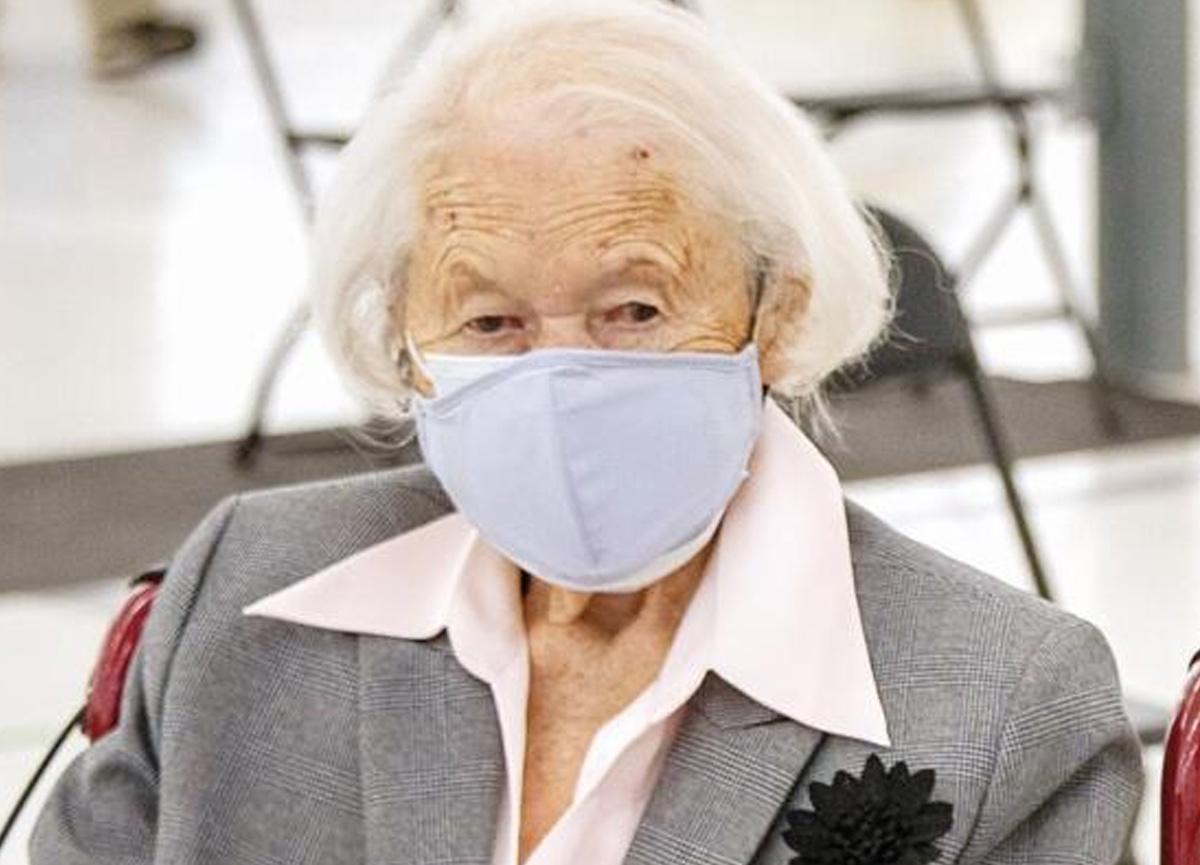 Maria Aulenbacher, koronavirüs aşısı olan en yaşlı kişi unvanının sahibi oldu