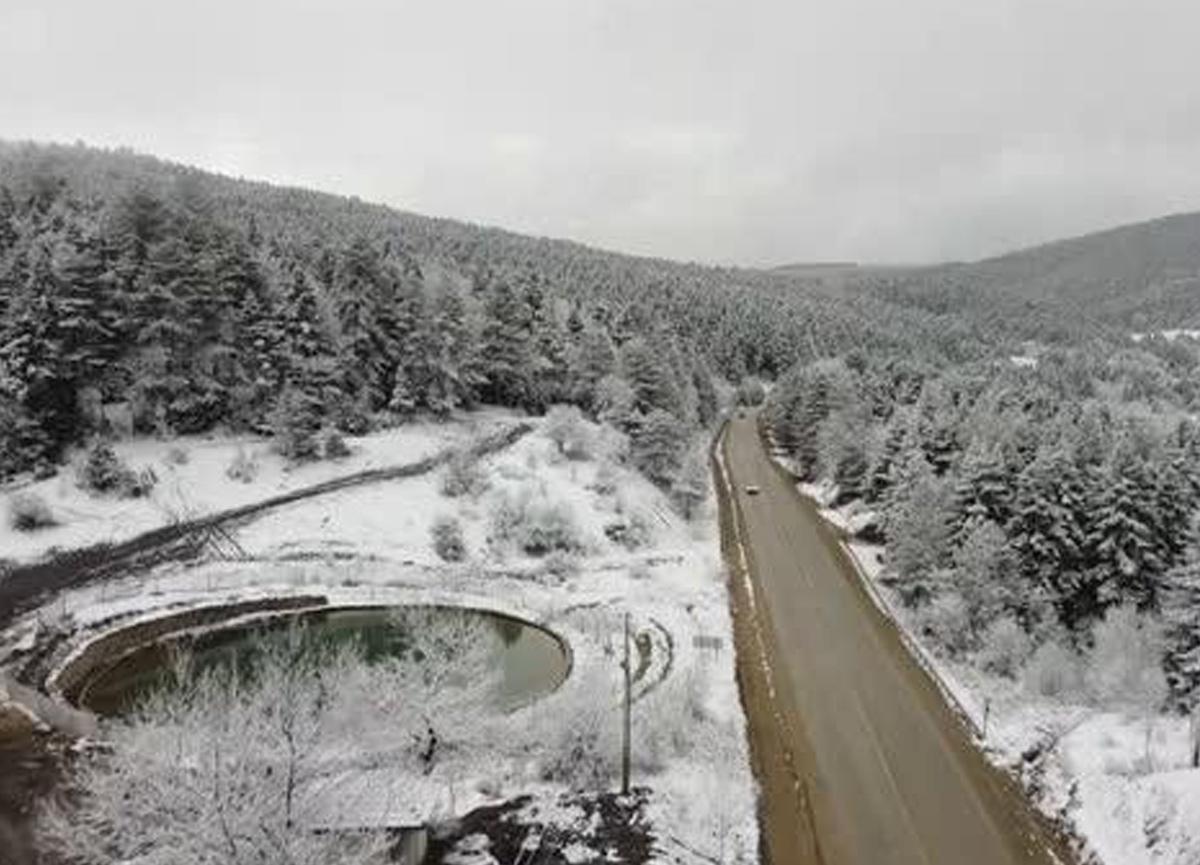 Karabük'te Mart'ın 7'sinde kar yağdı, kartpostallık manzaralar oluştu