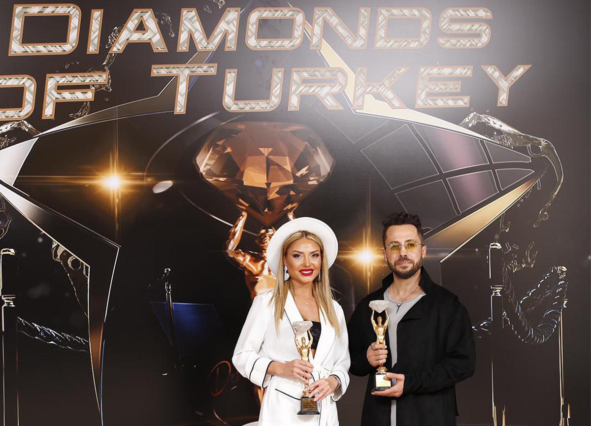 Medina Abdullayeva yılın en iyi sunucu ödülüne layık görüldü