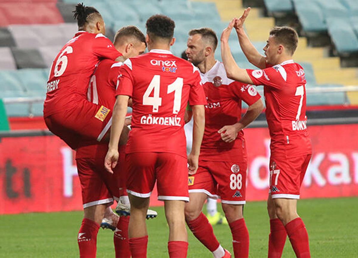 Ziraat Türkiye Kupası'nda Antalyaspor, Alanyaspor'u 2-0 mağlup etti