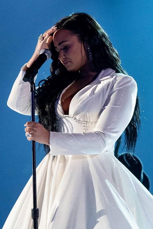 Demi Lovato eski erkek arkadaşının kendisine tecavüz ettiğini açıkladı
