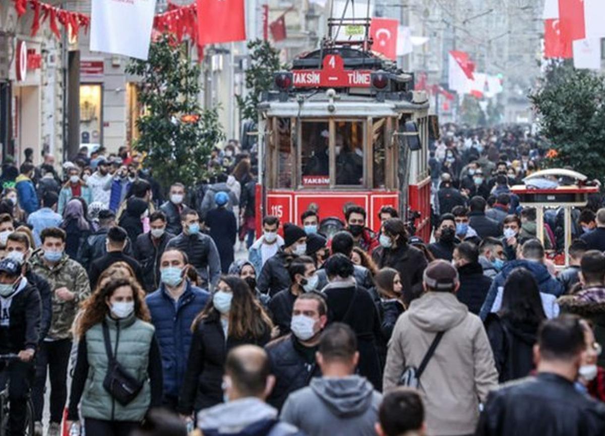 İstiklal Caddesi'ndeki kalabalık korkuttu