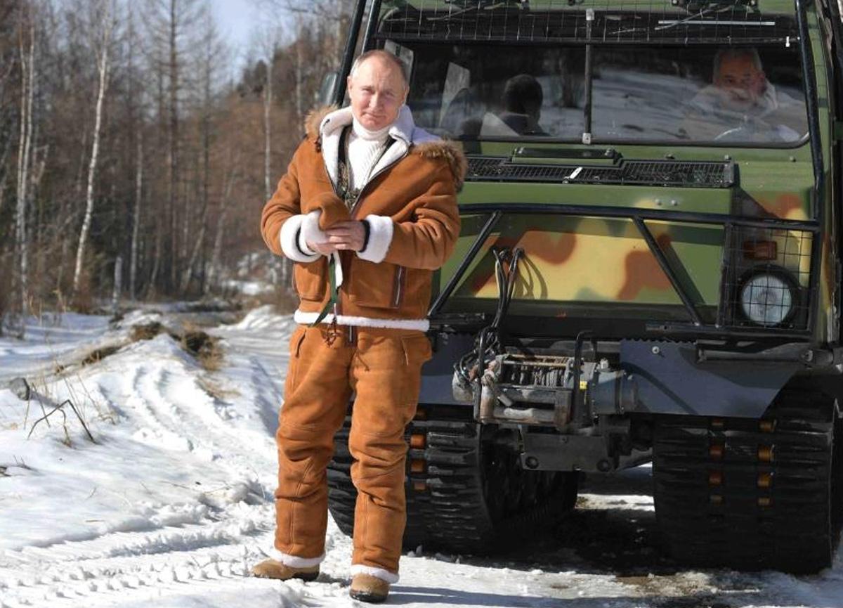 Putin, Rusya Savunma Bakanı ile birlikte Sibirya'ya gitti