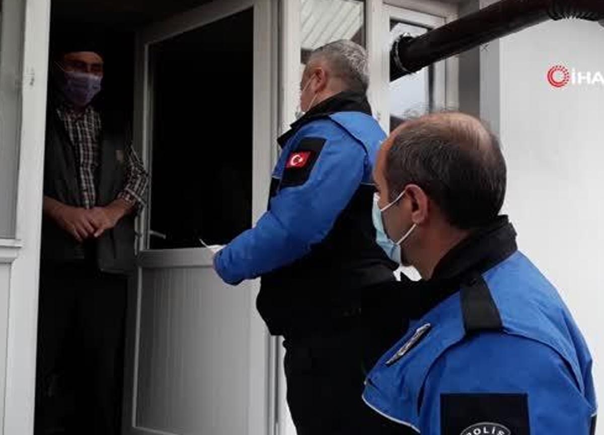 Kapı kapı dolaşan polisler 'Misafir kabul etmeyin' uyarısında bulundu