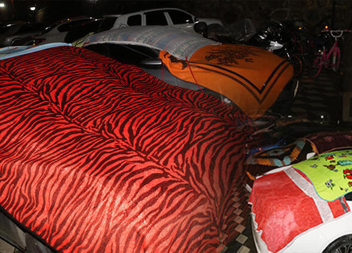 Meteoroloji uyardı, vatandaşlar araçlarını battaniyeyle örttü! İşte son rapor