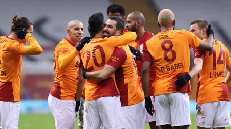 Galatasaray'da taşlar yerinden oynuyor! Fatih Terim'den Emre Akbaba'ya şok