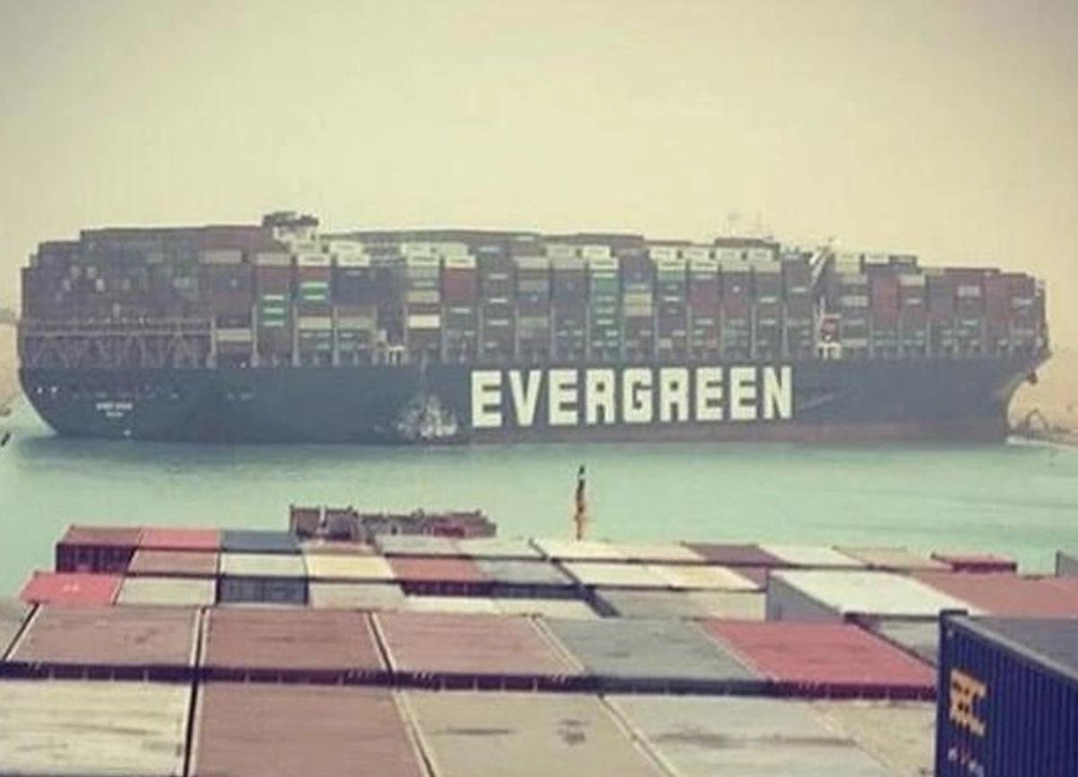 Ters dönen gemi, trafiğin kapanmasına neden olmuştu: Süveyş Kanalı haftalarca kapalı kalabilir