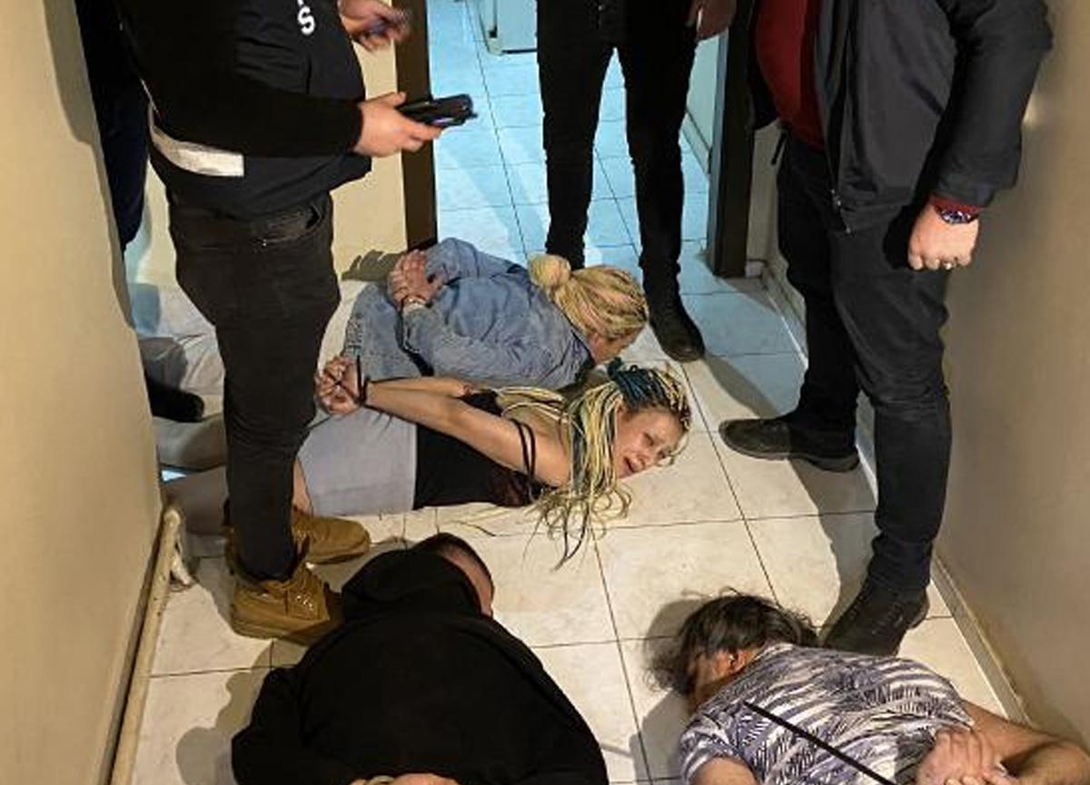 Ankara merkezli 3 ilde 'Yarasa Kız' operasyonu: Cinsel ilişki vaadiyle kandırıp gasp etmişler...