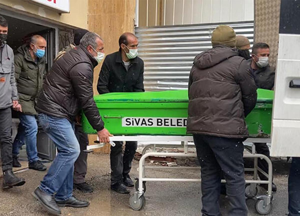 Sivas'ta dehşet! Babasını boğazından bıçaklayıp öldürdü