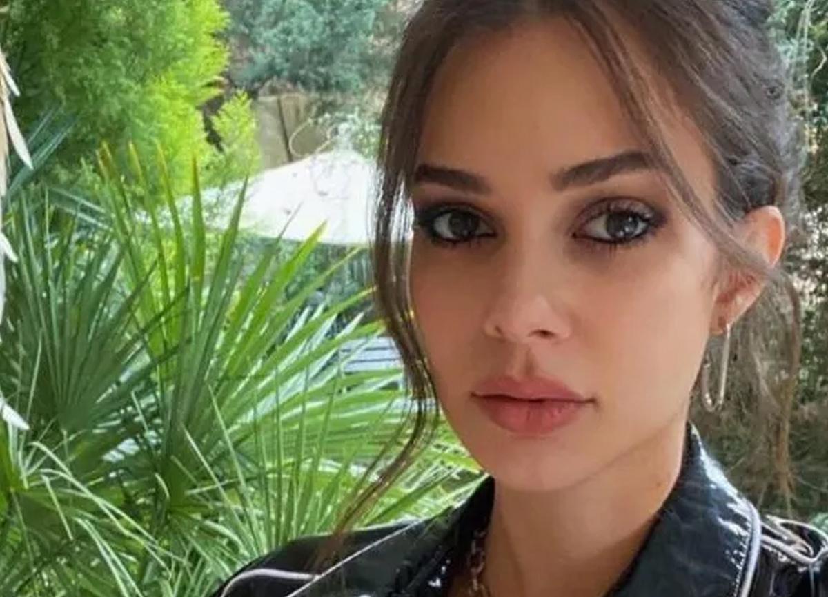 Defne Samyeli'nin kızı Deren Talu'nun dekolteli pozu olay oldu