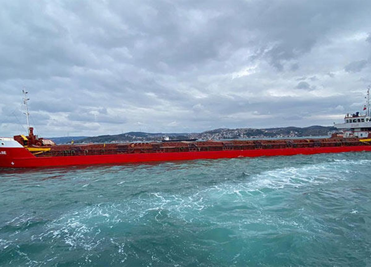 İstanbul Boğazı'nda panik! Yük gemisi arıza yaptı