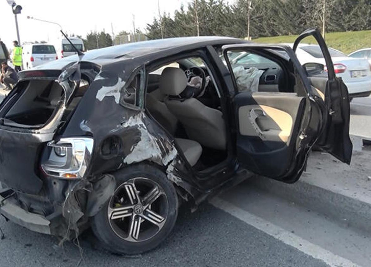İstanbul'da feci kaza! Otomobilin arka camından fırladı...