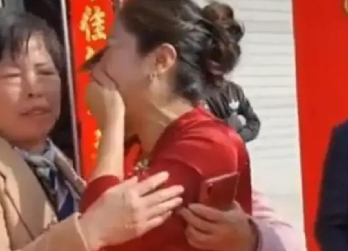 Çin'de akıllara durgunluk veren olay! Gelini, terk ettiği öz kızı çıktı