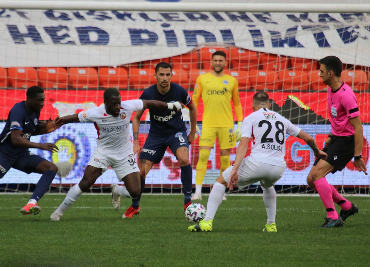 Gaziantep evinde Kasımpaşa ile 2-2 berabere kaldı