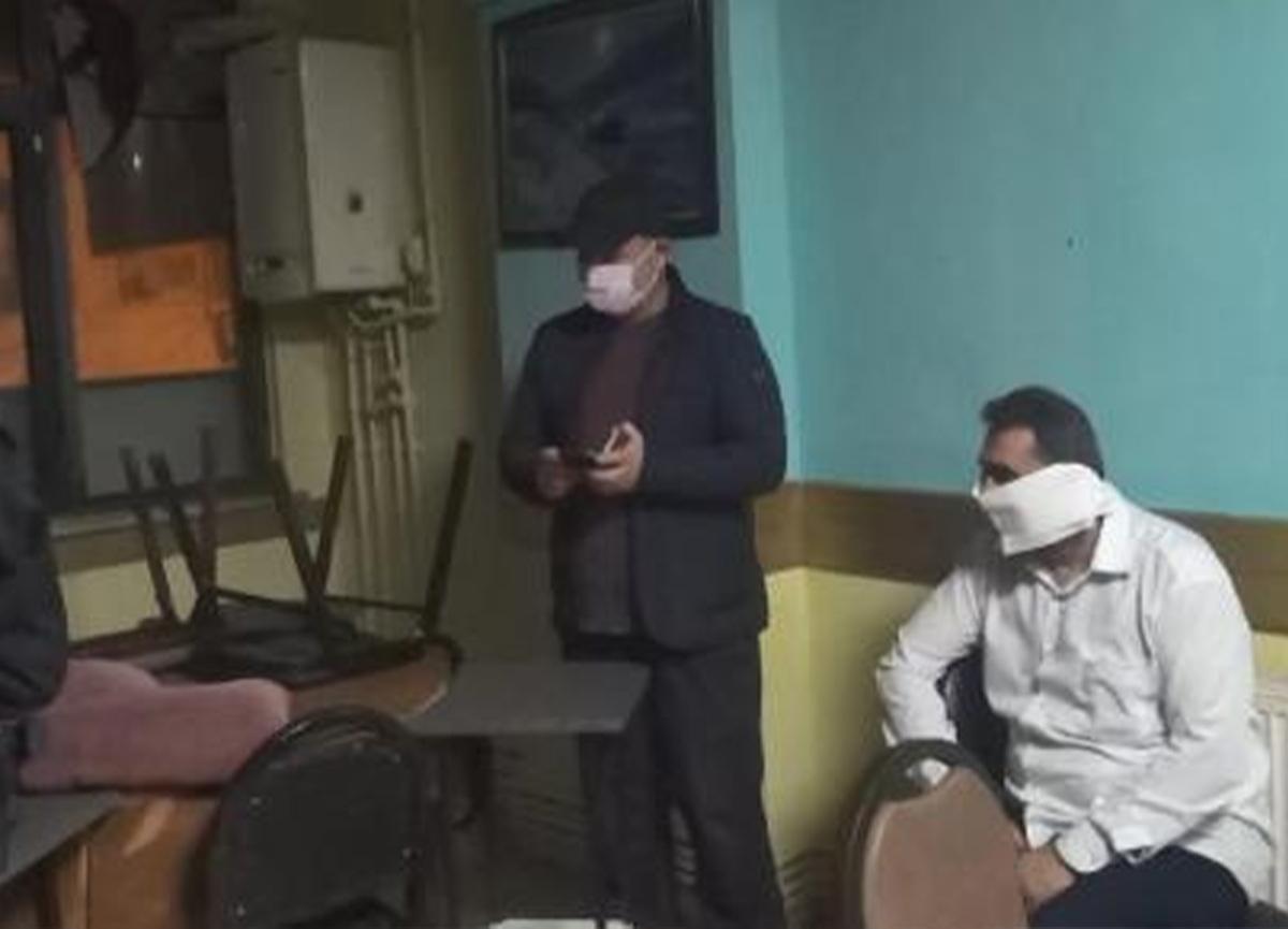 Esenyurt'ta polis baskınında ilginç anlar! Tuvalet kağıdını maske yaptı