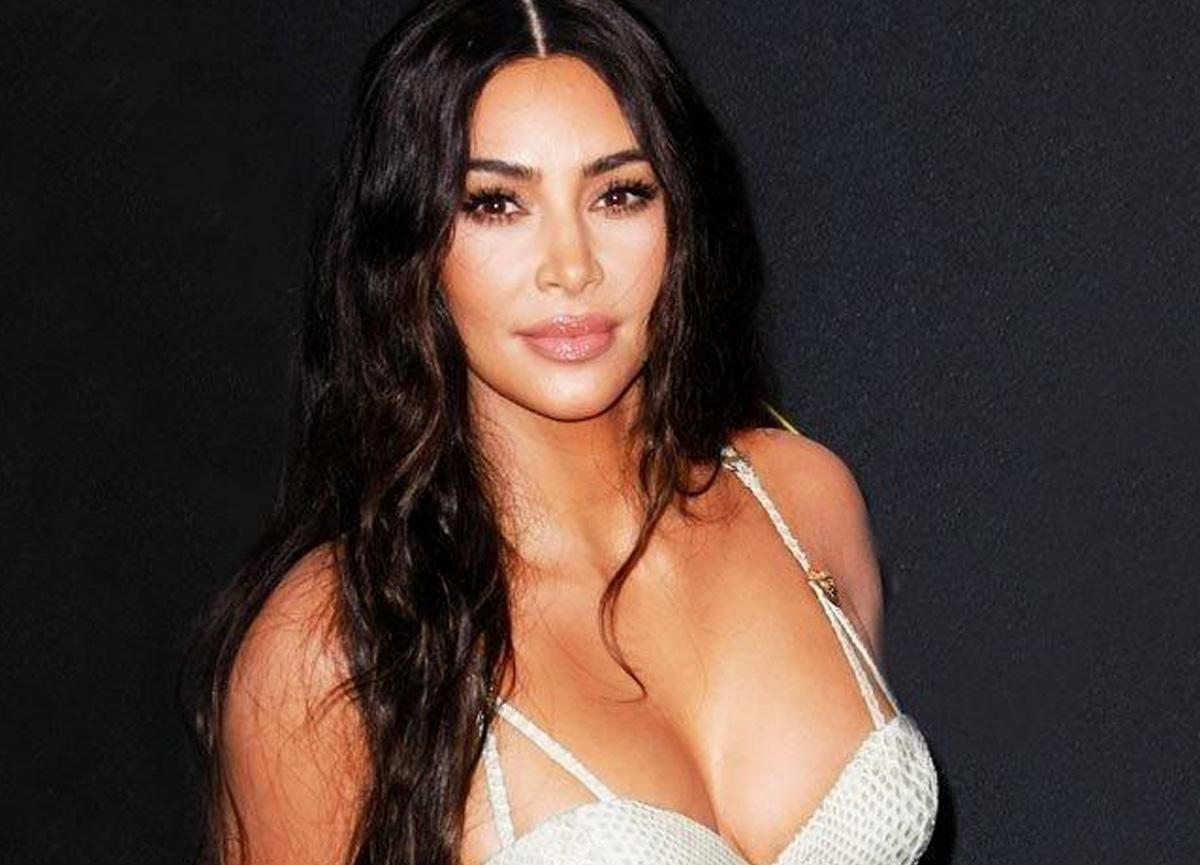 Kim Kardashian, pozlarıyla sosyal medyayı yıktı geçti
