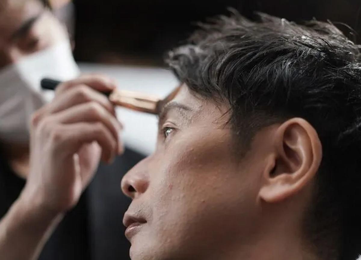 Japonya'da erkeklerin makyaj çılgınlığı başladı!