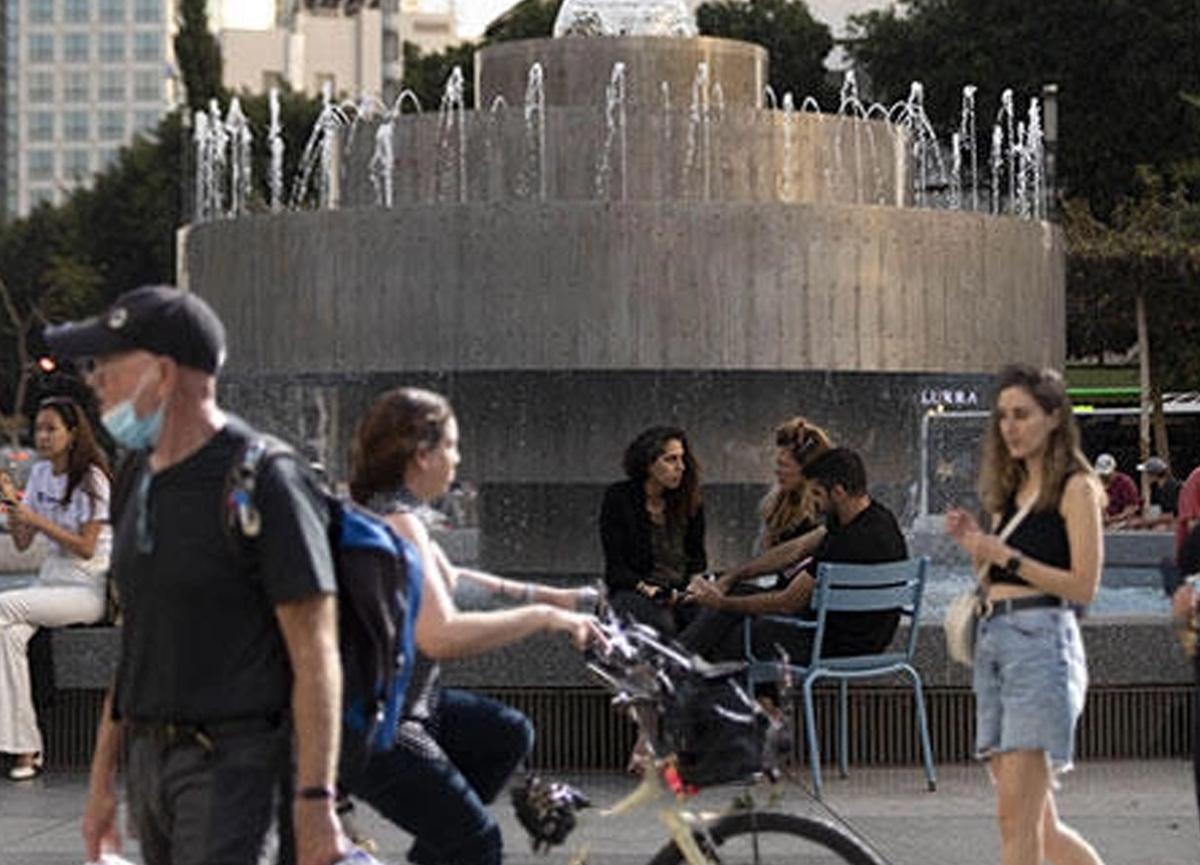 İsrail'de hayat aşı sayesinde normale dönmeye başladı