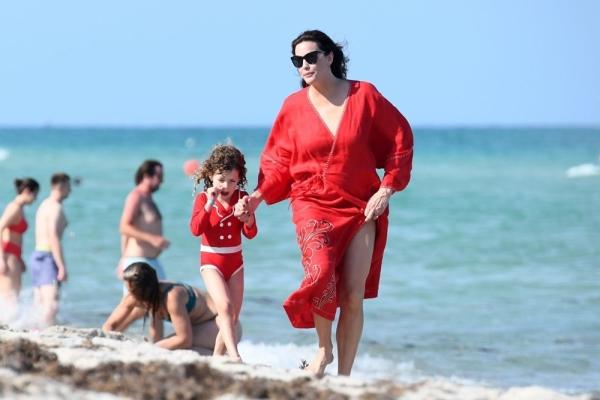 Yüzüklerin Efendisi oyuncusu Liv Tyler'ın Miami tatili