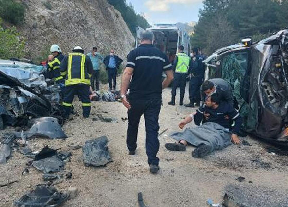 Adana'daki kazada karı-koca ve 1 çocukları hayatını kaybetti