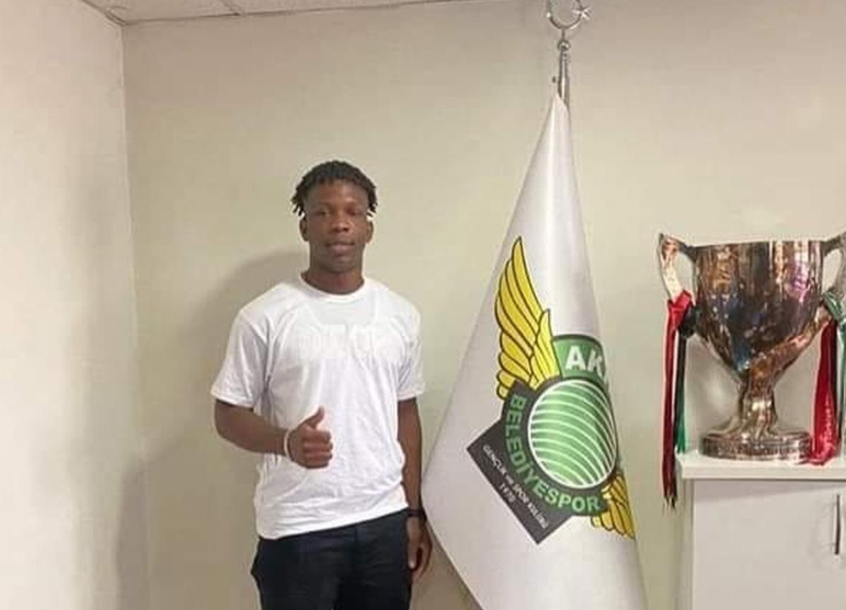 Akhisarspor'dan şoke eden transfer: Hiçbir kulüpte forma giymeden transfer edildi