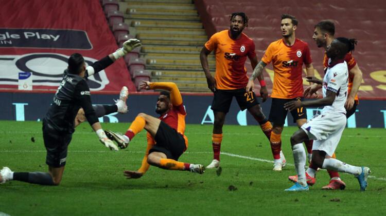 Galatasaray-Trabzonspor maçında 90+6 mucizesi! İnanılmaz olay, Muslera tarihe geçti...