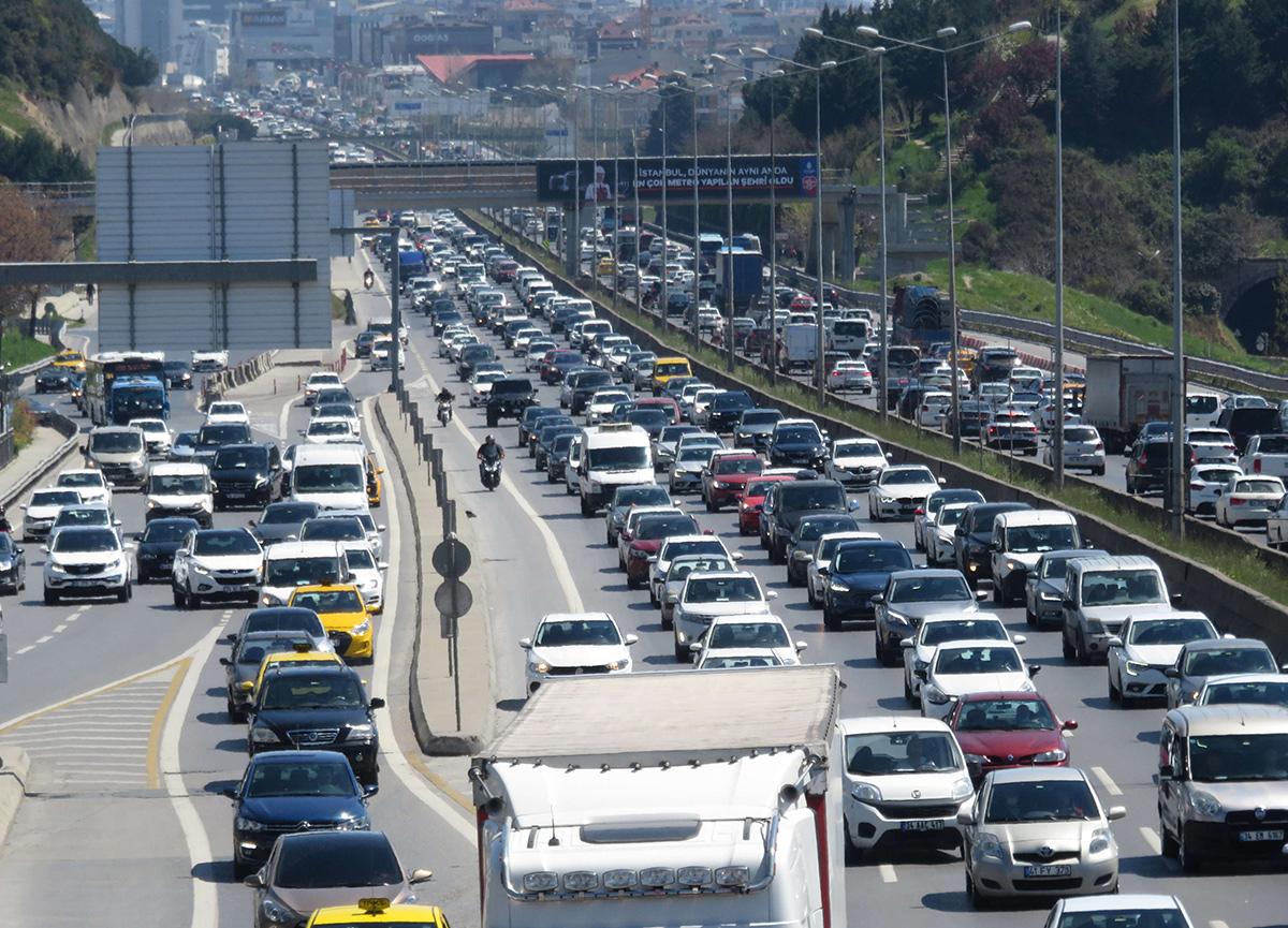 82 saat sürecek kısıtlama öncesi İstanbul'da trafik kilit!