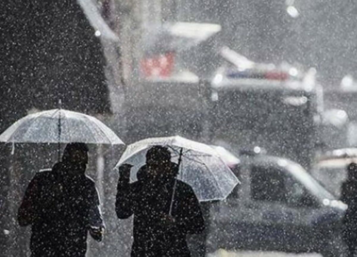 Meteoroloji İstanbul için saat verdi! Gök gürültülü sağanak geliyor...
