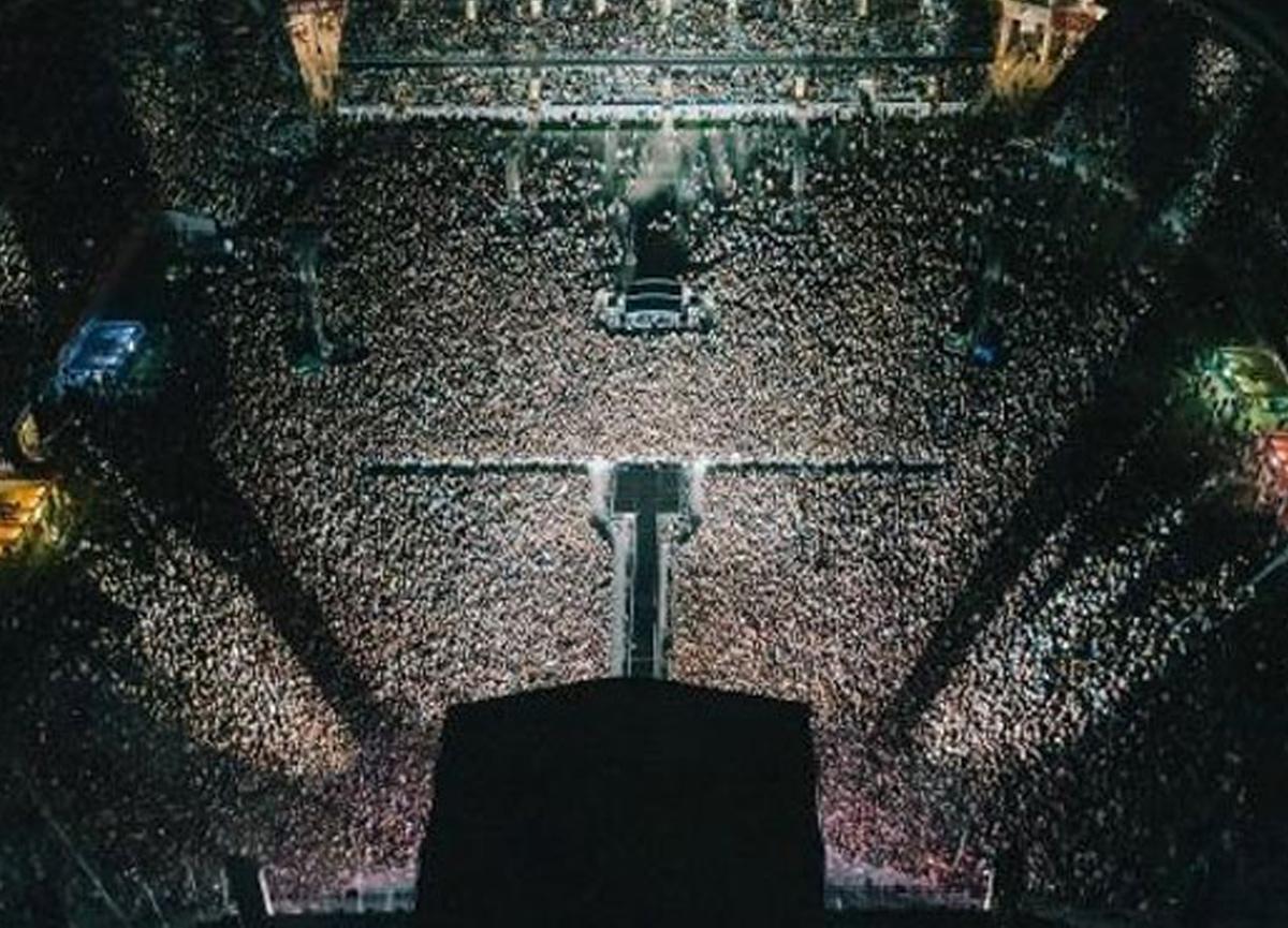 Normale dönen Yeni Zelanda'da 50 bin kişilik konser