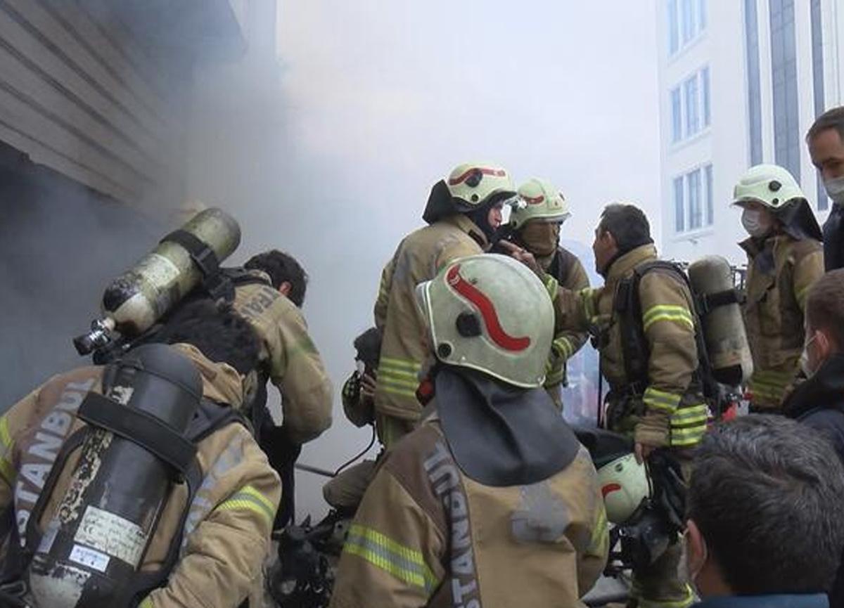 Arnavutköy'de yangın paniği! Depo yandı, 4 kişi hayatını kaybetti...