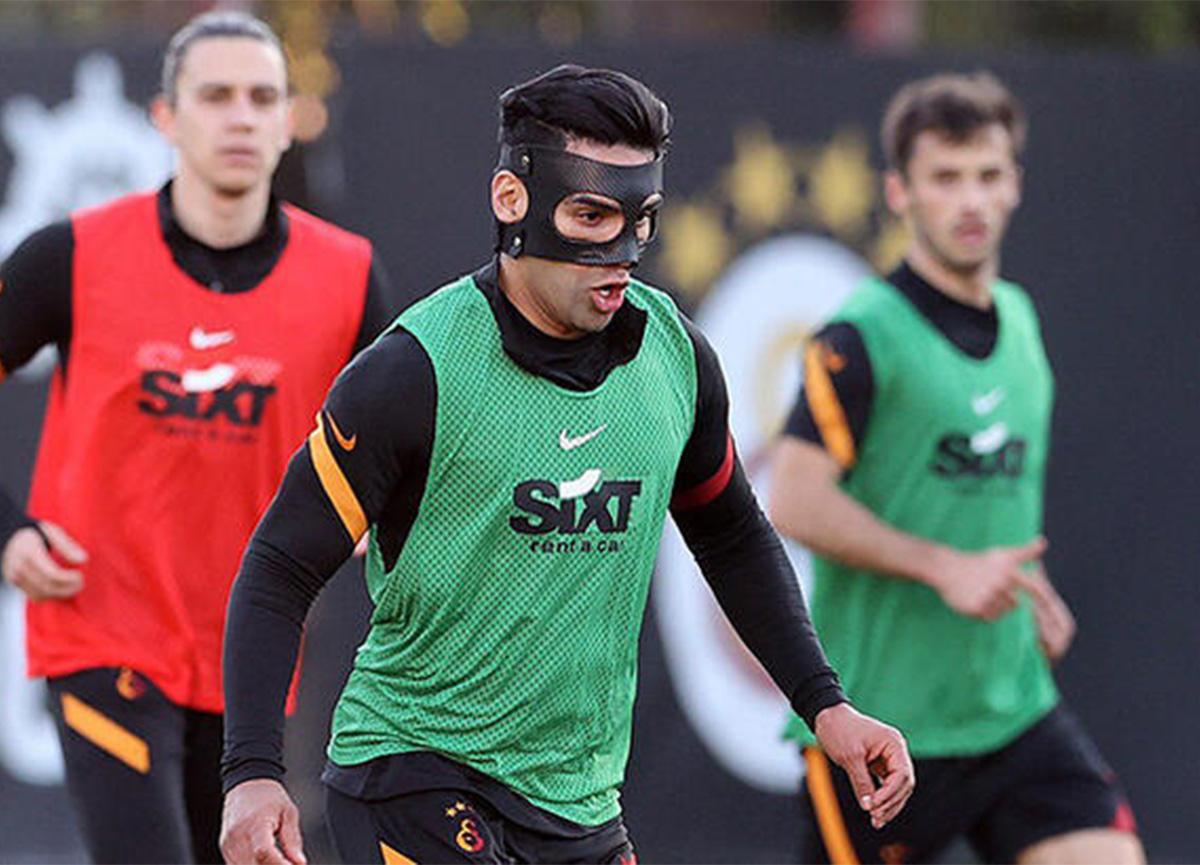 Galatasaray'da Radamel Falcao maskesiyle geri döndü