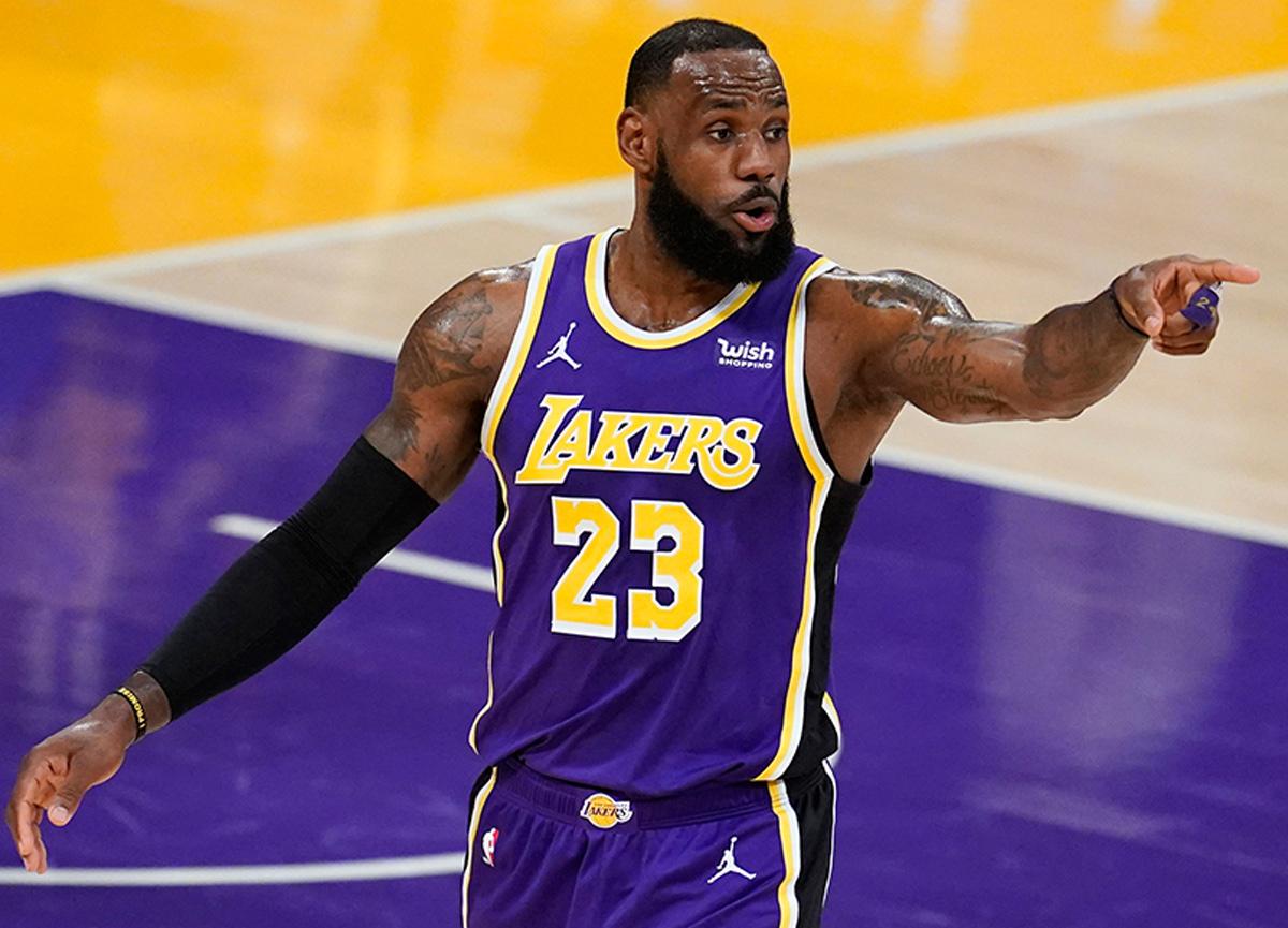 Ünlü basketbolcu LeBron James'in oyuncu kartı 5, 2 milyon dolara satıldı
