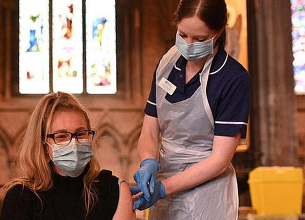 İngiltere'de yüzlerce kişi aşı olduktan sonra kulak çınlaması şikayetinde bulundu