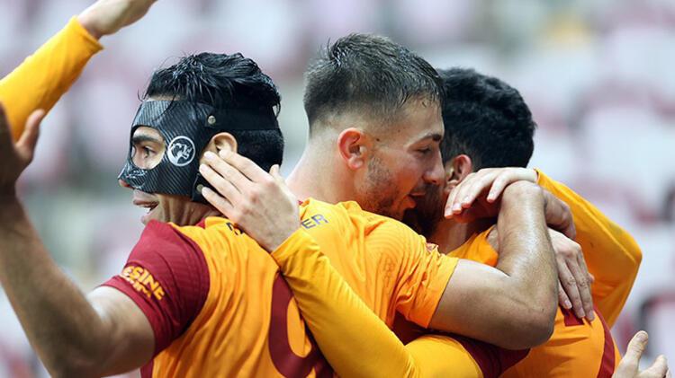 Transfer bombası patladı! Yıldız futbolcu Galatasaray'ı sosyal medyadan takibe aldı
