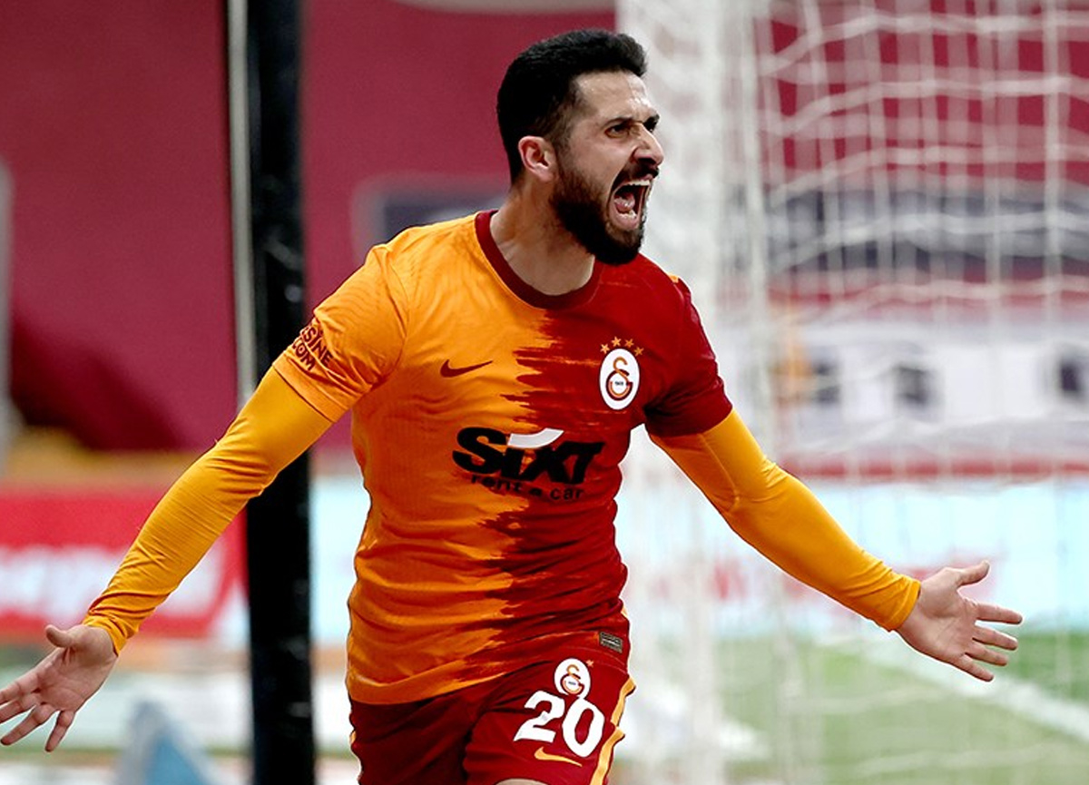 Kalacak mı gidecek mi? Galatasaray'dan Emre Akbaba kararı!