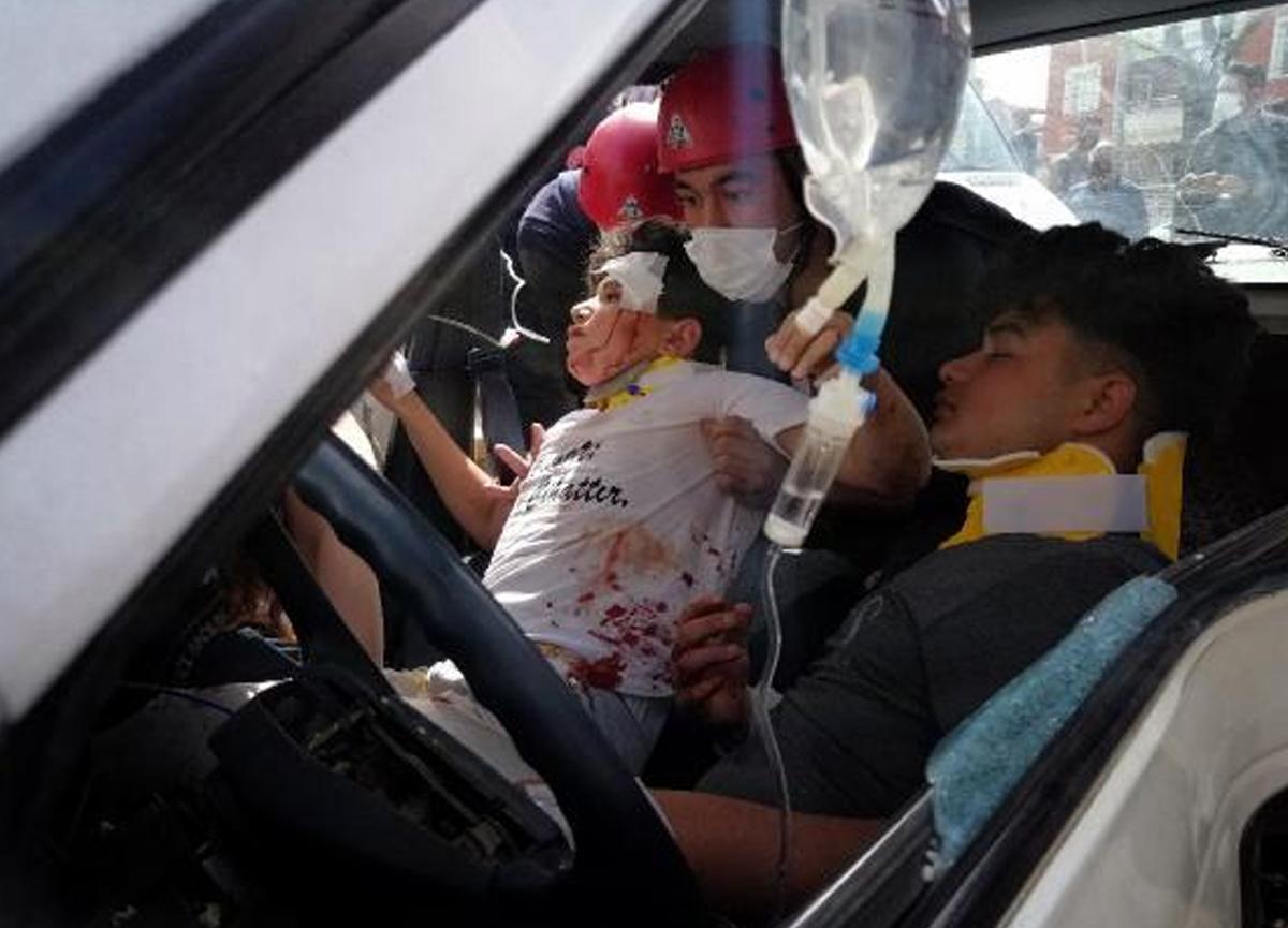 Sokağa çıkma yasağında direksiyona geçen çocuk kaza yaptı