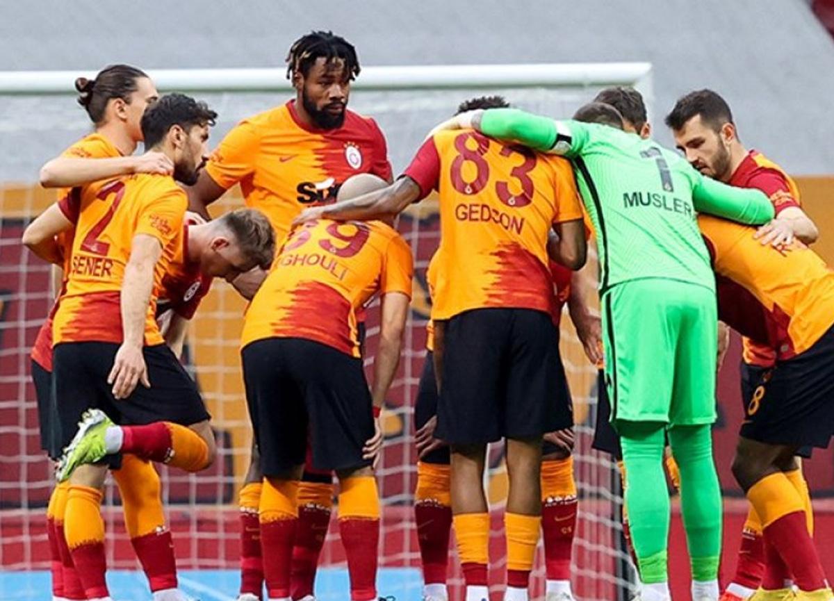 Galatasaray'da sözleşmesi sona eren 12 oyuncu yönetimden haber bekliyor!