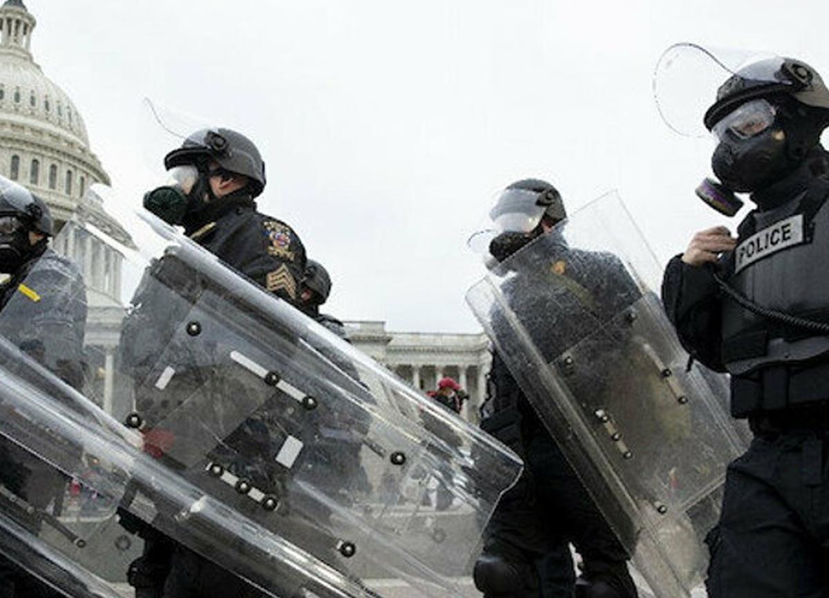Amerika'da Müslüman kadın polisler baş örtüsüyle görev yapabilecek