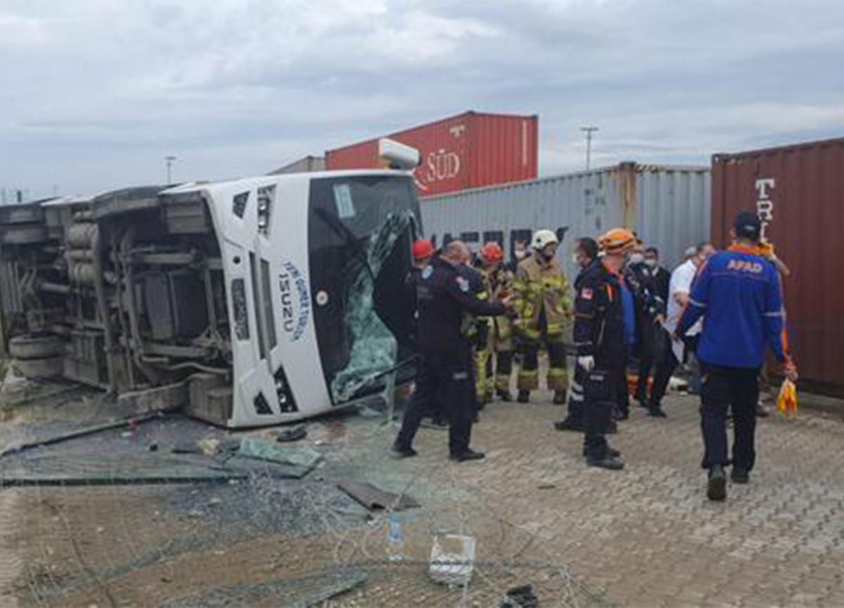 Bursa'da feci kaza! İşçi servisi bariyere çarptı