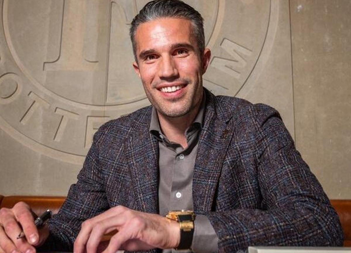 Van Persie, oğlunun oynadığı Feyenoord U16 takımını çalıştıracak