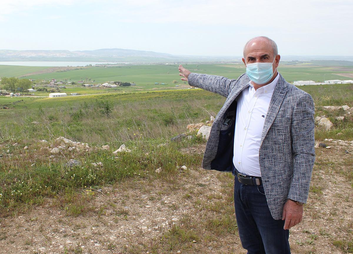 Göl havzasını imarlı arazi diye satıp dolandırdılar! Belediye Başkanı uyardı: Bedava verseler almayın