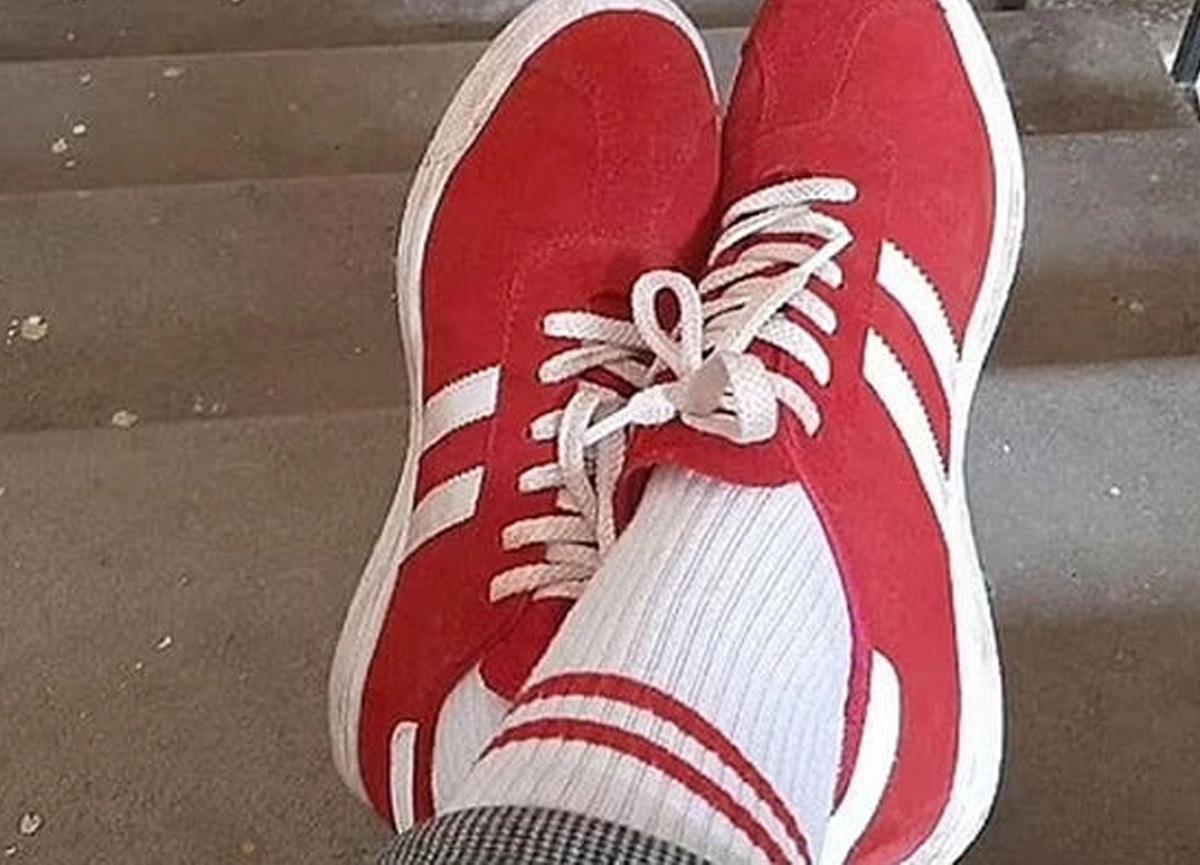 Kırmızı beyaz ayakkabı ve çorap giyen kadına 7 bin 500 TL'lik ceza!