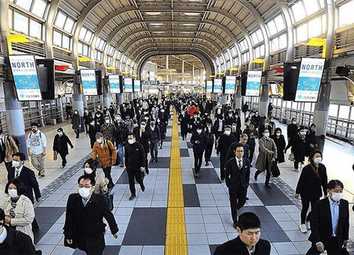 Japonya'da koronavirüse karşı uzayan OHAL sebebiyle Başbakan Suga'dan özür